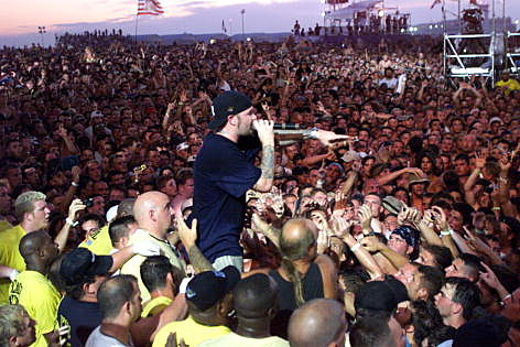 the features of woodstock 99 Woodstock '99 is best  in contrast to the more grass-roots nature of the original woodstock festival, woodstock 1999 was conceived and  it features one song.