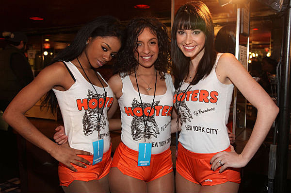 Hooters Girls