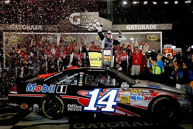 Tony Stewart wins Coke Zero 400