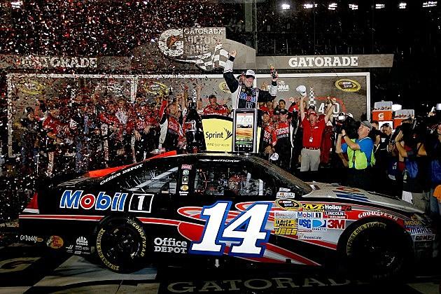 Tony Stewart wins Coke Zero 400