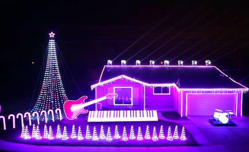 Christmas Lights Show Set to \'Star Wars\' Music